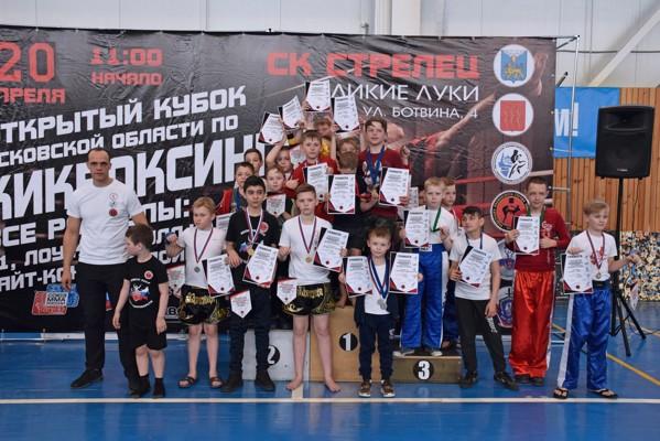 Сборная Великих Лук взяла «золото» Открытого кубка Псковской области по кикбоксингу